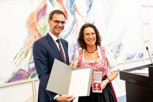 LH Wallner ehrte elf verdiente Persönlichkeiten mit Auszeichnungen